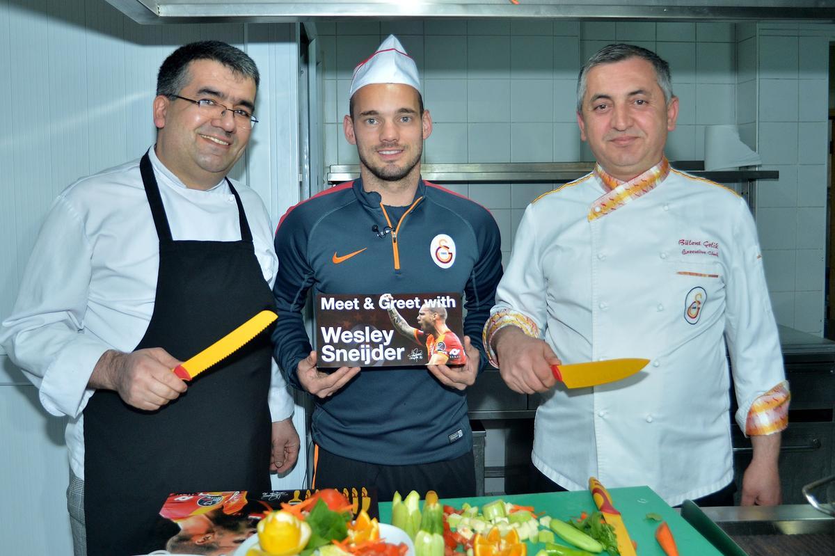 Webley Sneijder bıçak tanıttı