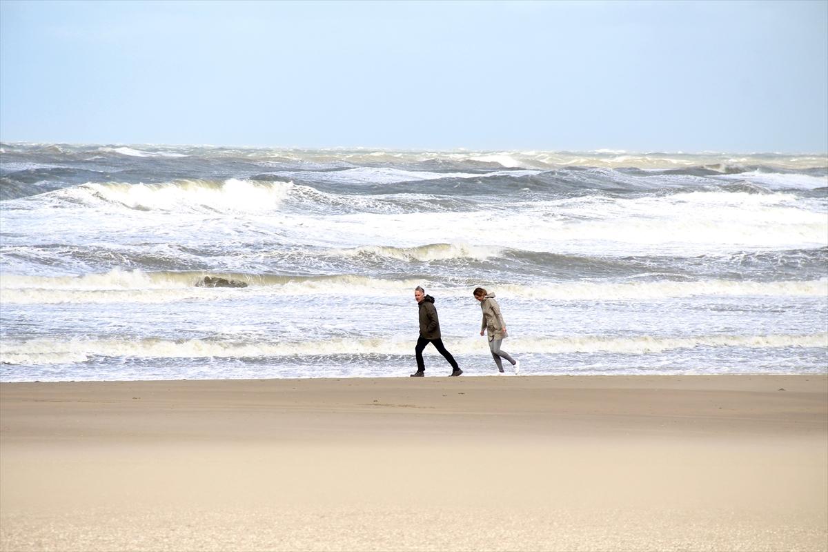Hollanda'da şiddetli fırtına hayatı olumsuz etkiledi