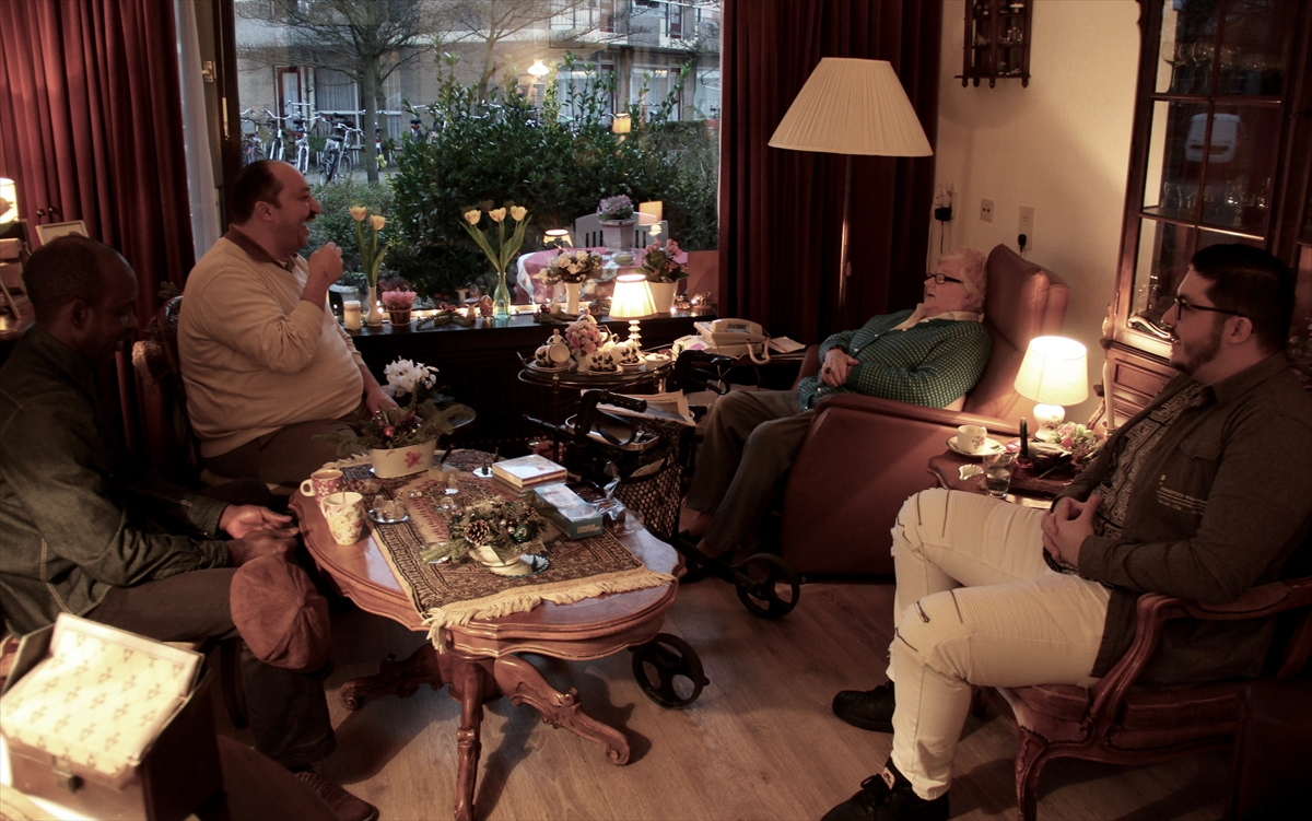 Hollanda'da Müslümanlardan huzurevi ziyaretleri