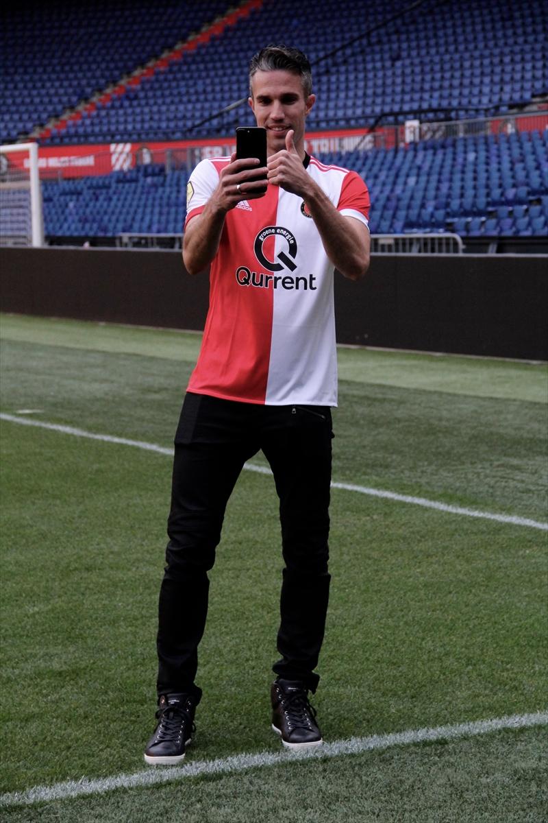 Feyenoord, Robin van Persie'yi basına tanıttı