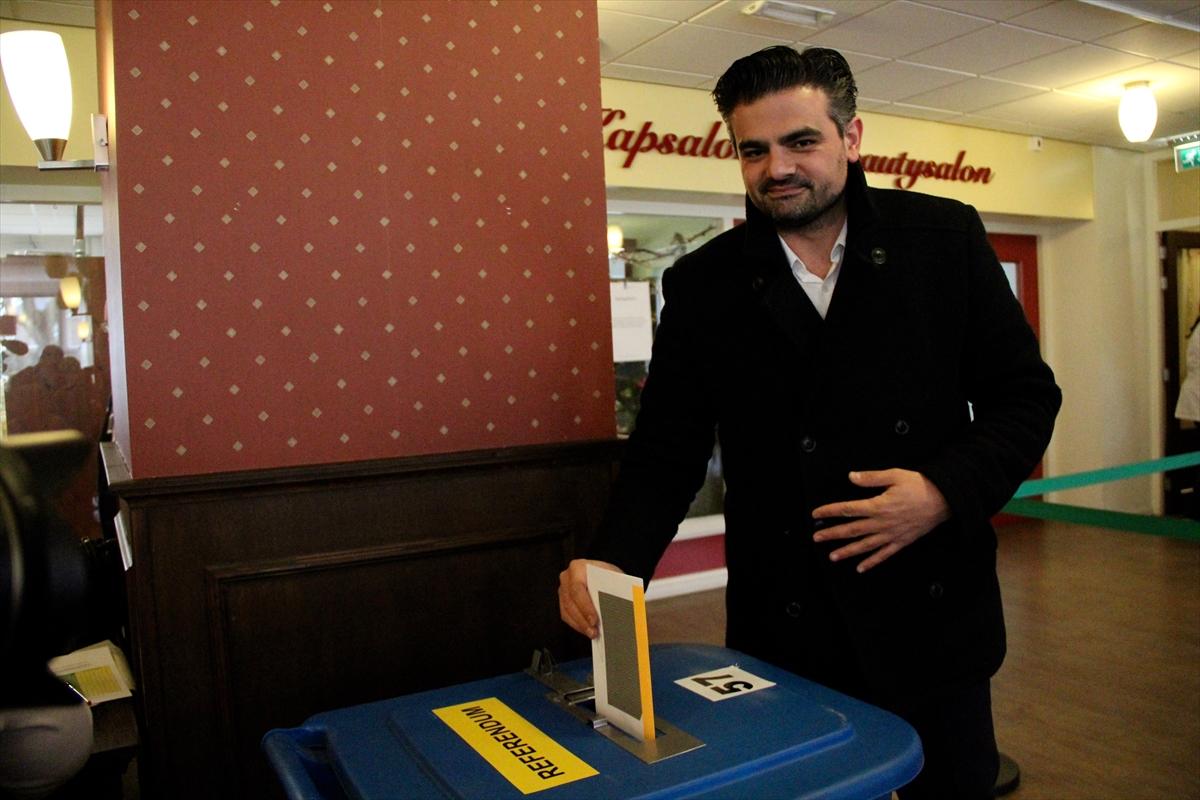 Hollandalılar yerel seçim için sandık başında