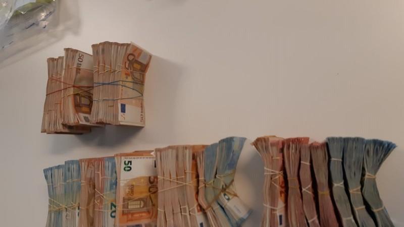 150.000 euro en 36.000 illegale sigaretten gevonden in Schiedamse tabakswinkel