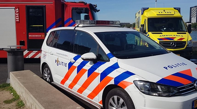 Deventer'da otomobil terasta oturanlara daldı 5 yaralı