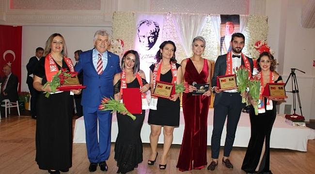 Hollanda'da Cumhuriyet Balosu ve beşinci Lale ödülleri sahiplerini buldu