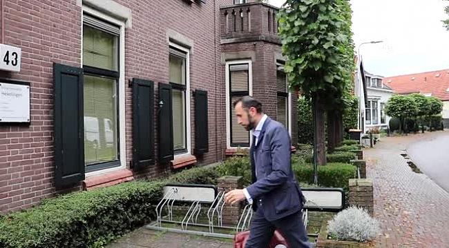 Hollanda'da eğitim hayatında yaşadığı zorluklara ve engellere rağmen doktor oldu