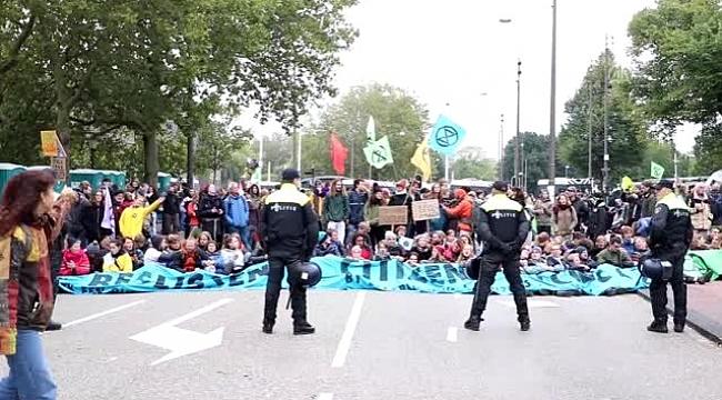Hollanda'da iklim protestocularının işgal eylemleri