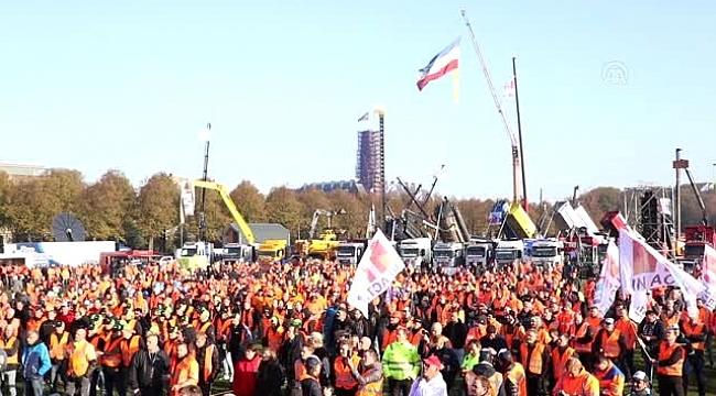Hollanda'da inşaat sektörü çalışanlarından hükümet karşıtı protesto