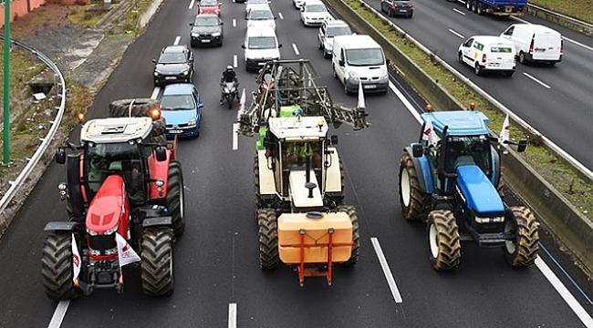 Hollanda'da traktörler trafiği felç etti