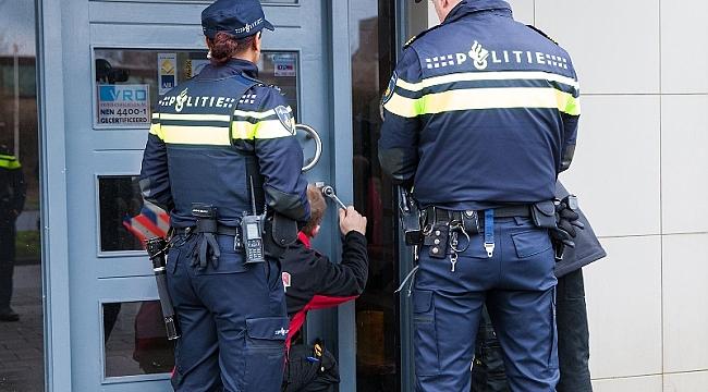 Rotterdam'da bír evin çatı boşluğunda 20 kilo uyuşturucu bulundu