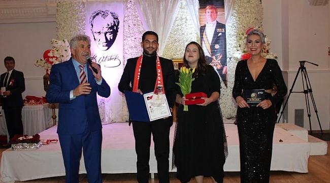 Gurur Duyduran Gençler; Etkin ve Meltem Zivkara'ya 5. Altın Lale yılın öğrencileri ödülü