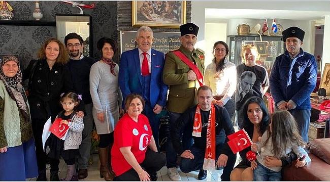 Hollandalı Türkler Atatürk sokağında Atatürk'ü andılar