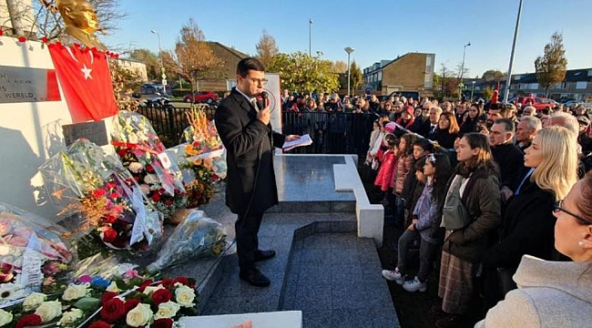 Ulu Önder Atatürk Amsterdam Atatürk Anıtı'nda anıldı