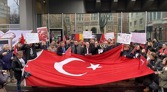 Almanya'da Atatürk'e yönelik çirkin yayına protesto