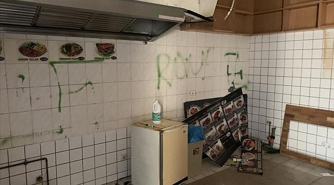 Berlin'de bir Türke ait döner dükkanın duvarına gamalı haç çizildi