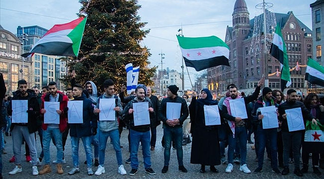 Hollanda'da 'İdlib'i kurtar' gösterisi