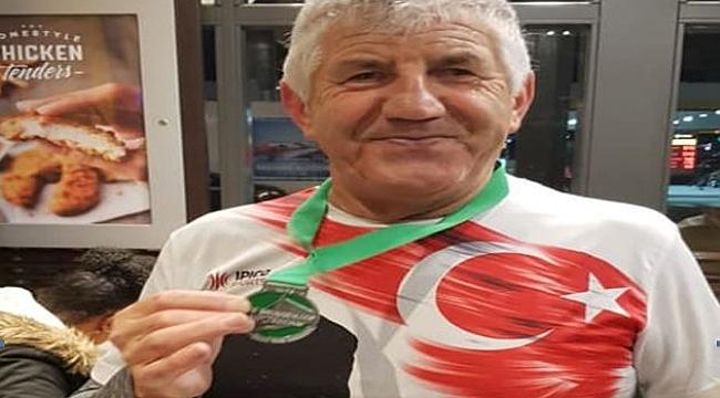 Rotterdam Köprüler yarışmasında Bülent Türker madalya aldı