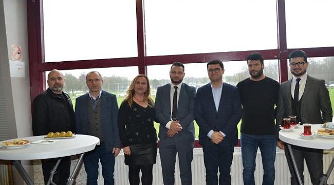Amsterdam Başkonsolosu Engin Arıkan, Amsterdam Gençlerbirliği ziyaret etti