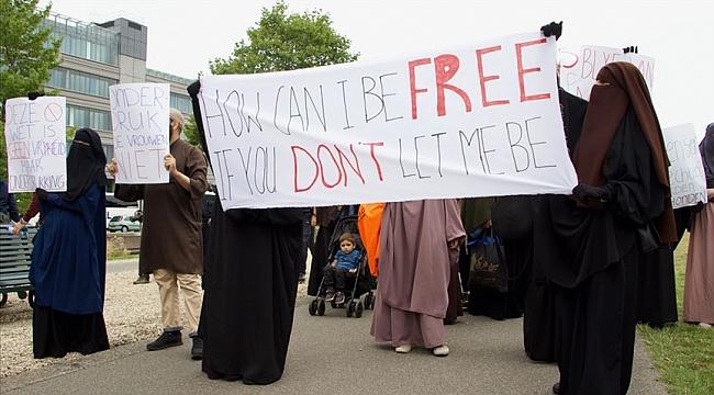 Hollanda'da burka yasağı protestosu