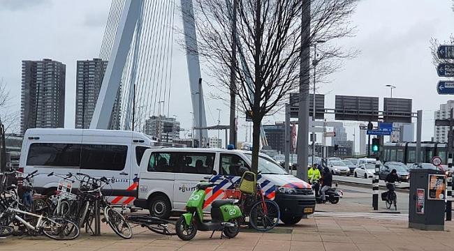 Rotterdam Erasmus Köprüsü'nde takla atan otomobilde dördü çocuk altı kişi yaralandı