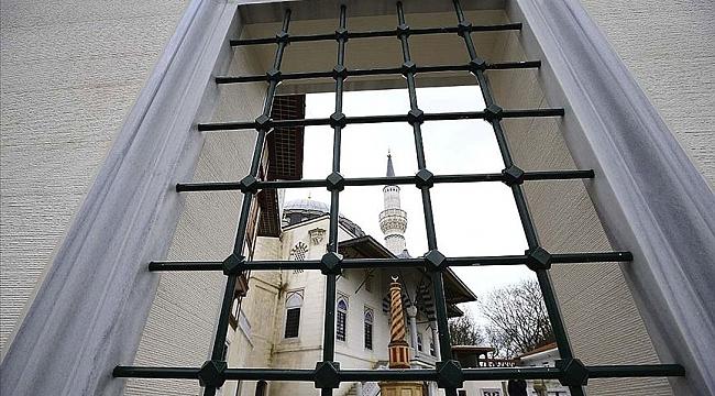 Avrupa'daki bazı camilerde koronavirüs salgını nedeniyle ezan okunmaya başladı