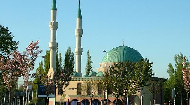 Almanya ve Hollanda'da Müslümanlara hoparlörden ezan jesti