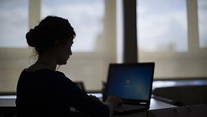 Hollanda'da 35 yaş altı kadın memurlar düzenli tacize uğruyor