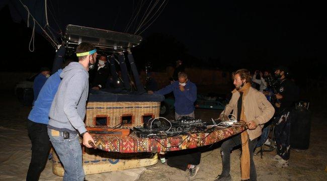 DJ Ben Böhmer Kapadokya'da sıcak hava balonunda performans sergiledi