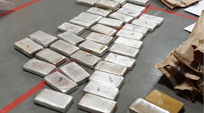 82 kilo cocaïne en 1,5 miljoen euro in verborgen ruimte