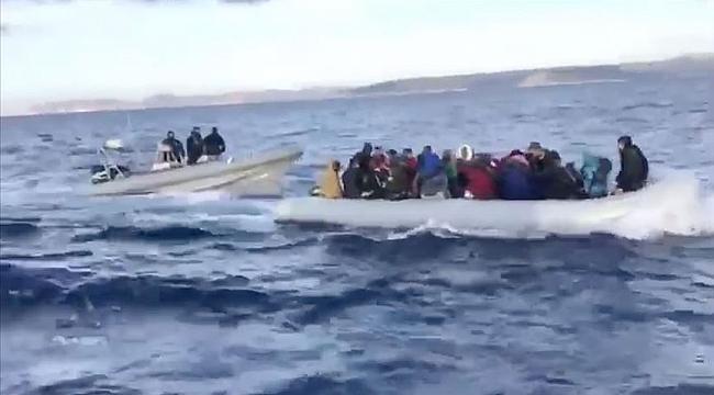 Hollanda kamu yayın kuruluşu NOS: Yunanistan, eşyalarına el koyduğu göçmenleri denize geri itiyor