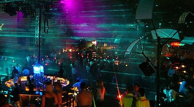 Hollanda'da gençler otel ve kaçak partilerden vazgeçmiyor