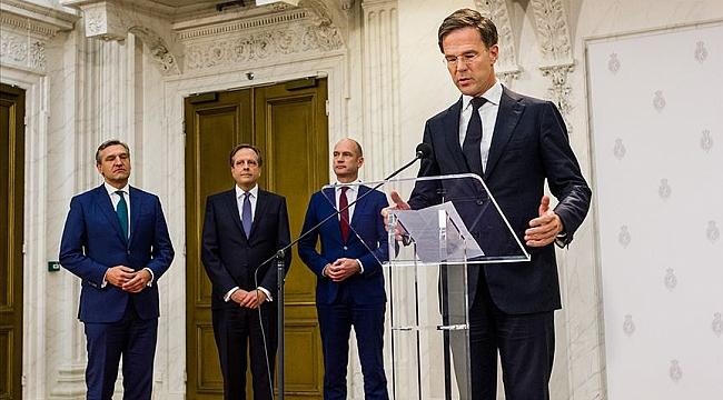 Hollanda'da çocuk bakım yardımındaki ayrımcılıktan dolayı hükümetin istifası gündemde