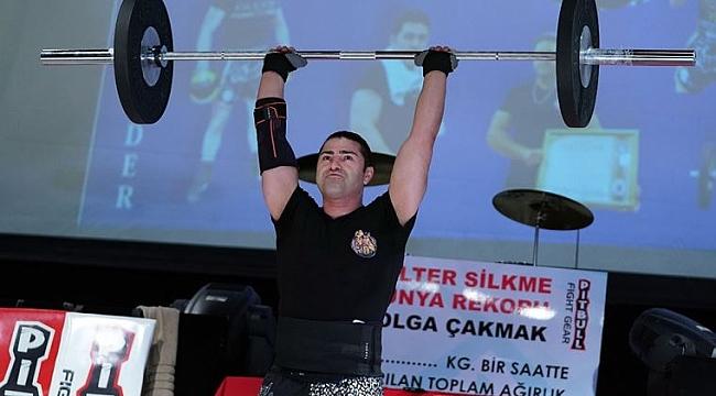 Hollanda'da gurur kaynağımız Tolga Çakmak, İstanbul'da halter silkmede dünya rekoru kırdı