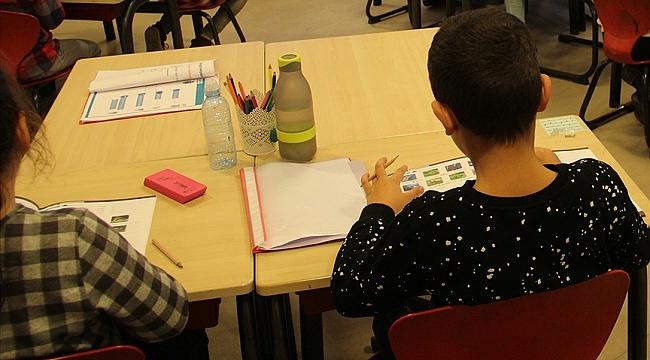 Hollanda'da ilkokullardaki İslamofobik eğitim materyalleri Müslümanların tepkisini çekti
