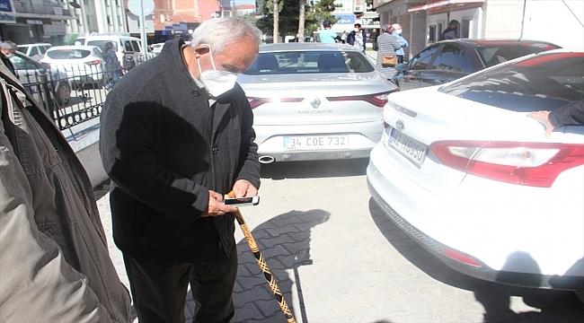 Banka güvenlik görevlisinin dikkati, emekli gurbetçiyi dolandırılmaktan kurtardı