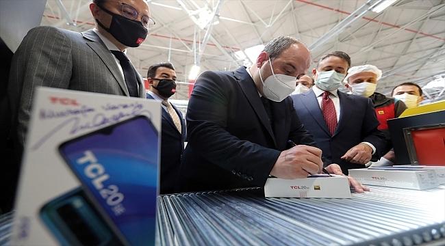 Global markaların Türkiye'de akıllı telefon üretimlerine bir yenisi daha eklendi
