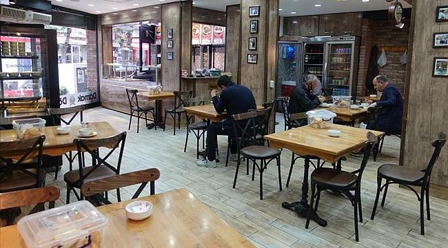 Hollanda'da kafeler, restoranlar ve lokantalar açılıyor