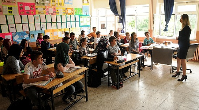 Hollanda'da Orta dereceli okullar 31 Mayıs'tan itibaren tam zamanlı açılıyor