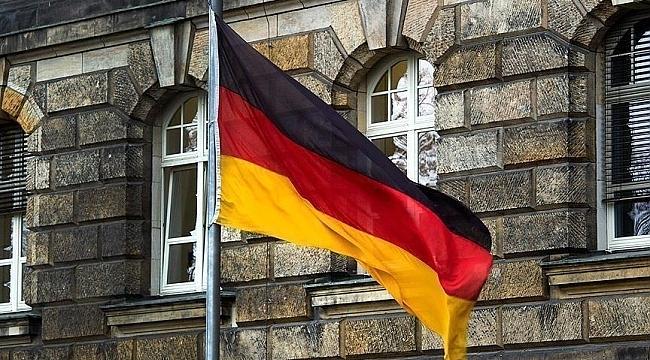 Almanya Kovid-19 nedeniyle 'riskli' ilan ettiği bölgelere seyahat uyarısını kaldıracak