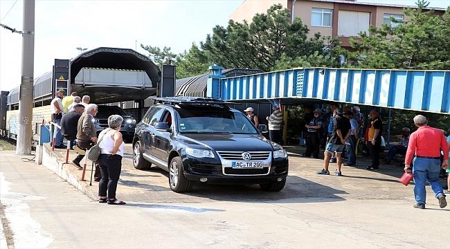 """Sıla yolunda """"arabalı treni"""" seçen gurbetçi yorulmadan Avusturya'dan 1 buçuk günde Edirne'ye ulaşıyor"""