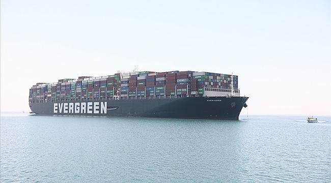 """Süveyş Kanalı'nda deniz trafiğini sekteye uğratan """"Ever Given"""" gemisi 4 ay sonra Rotterdam'a vardı"""