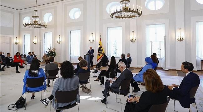 Almanya Cumhurbaşkanı Steinmeier, Türkiye'den Almanya'ya iş göçünün 60. yıl dönümü vesilesiyle Türkleri kabul etti