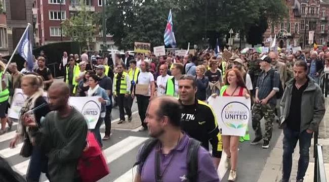 Amsterdam'da, astronomik konut fiyatları ve konut sıkıntısı protesto edildi