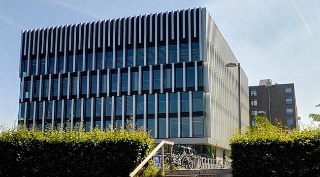 Erasmus Üniversitesi kampüs binası oluşan çatlaklardan dolayı tahliye edildi ve kapatıldı