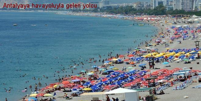 Antalya'ya havayoluyla gelen yolcu