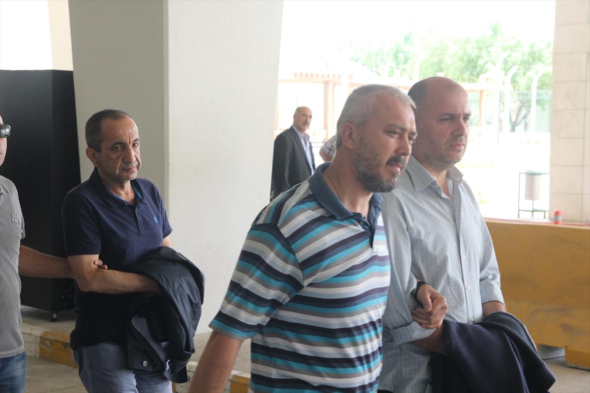 Aranan FETÖ üyeleri havaalanında yakalandı