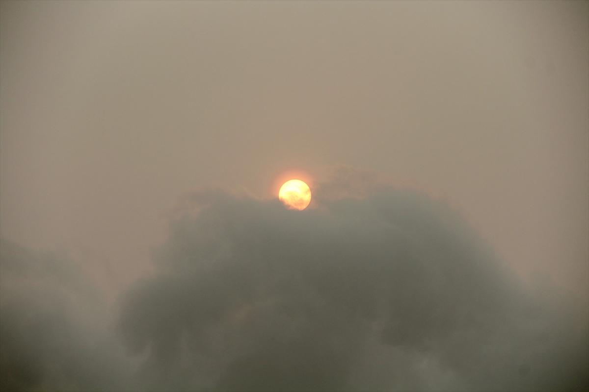 Hollanda'da Ofelya kasırgası güneşi farklı gösterdi