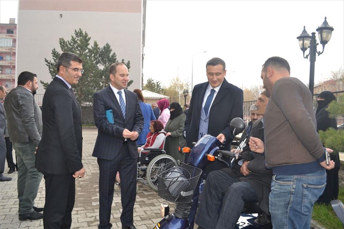 Gurbetçilerden engellilere tekerlekli sandalye desteği