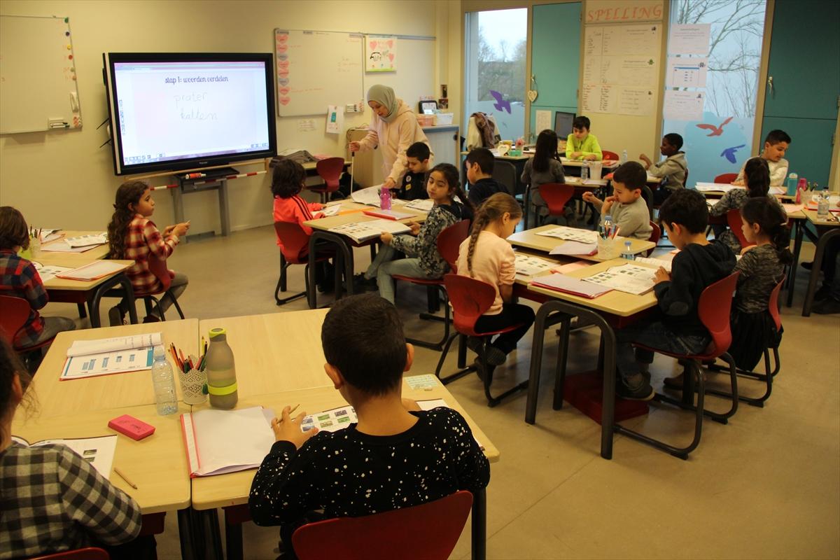 Hollandada İslam okulları en başarılı eğitim kurumları