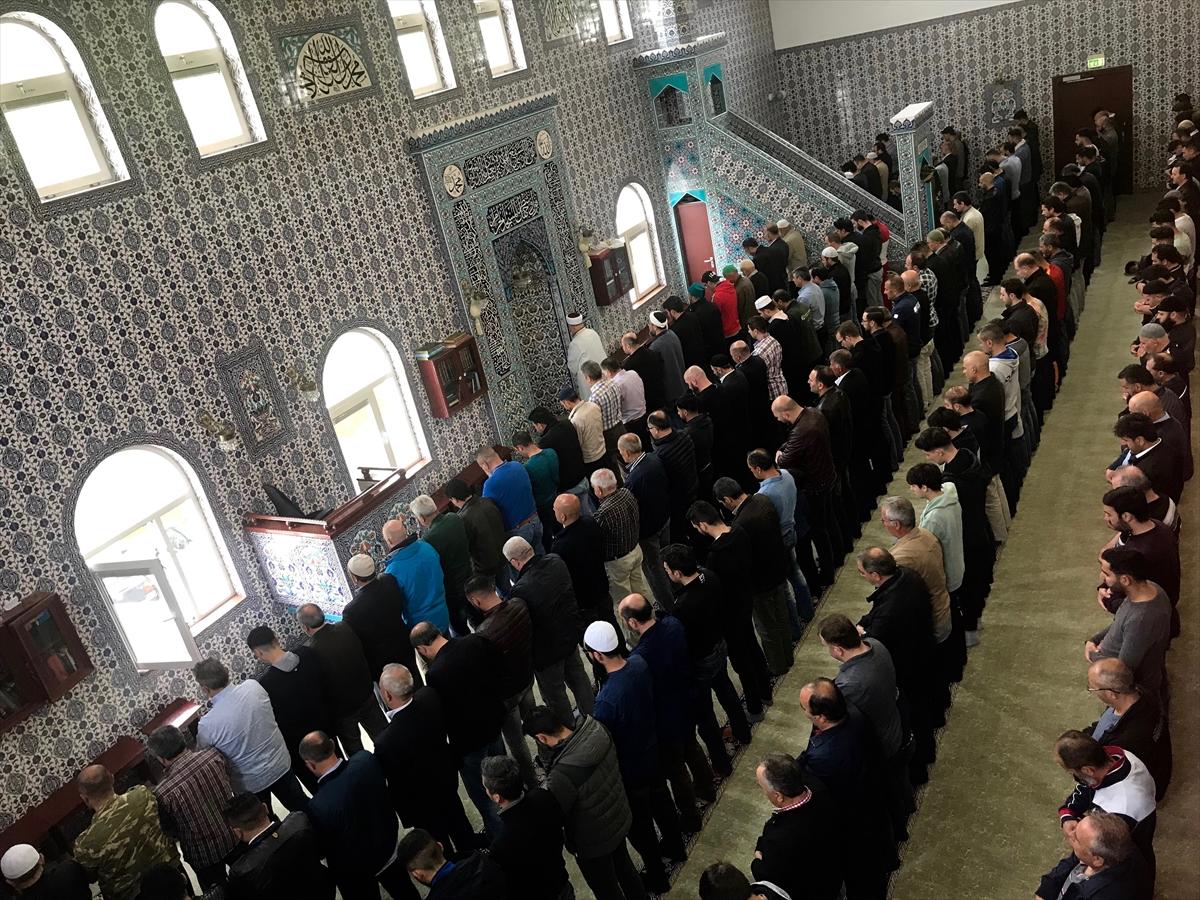 Hollandada Filistinli şehitler için gıyabi cenaze namazı
