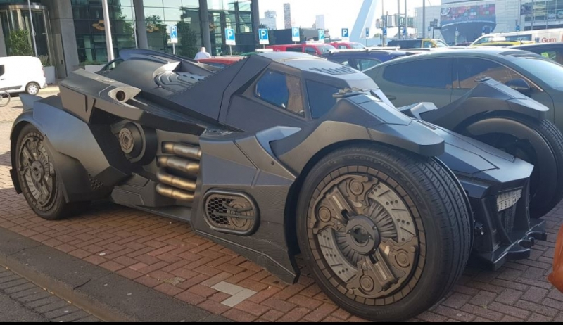 Batman'ın efsanevi arabası Batmobile Rotterdam sokaklarında